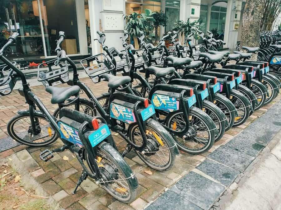 Di chuyển bằng xe đạp điện