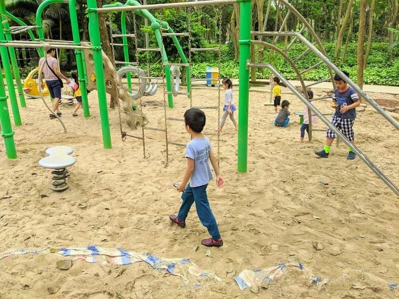 Khu chơi cát tại công viên mùa Hạ Ecopark