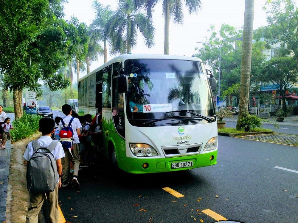 Dịch vụ xe bus Ecobus chạy liên tục hàng trăm chuyến mỗi ngày, kết nối Ecopark tới khắp Hà Nội.